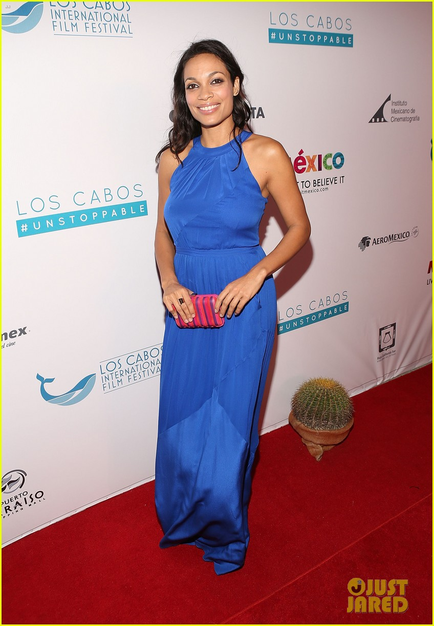 rosario dawson helps honor atom egoyan 033244459