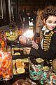hailee steinfeld kaitlyn dever just jared halloween party 15
