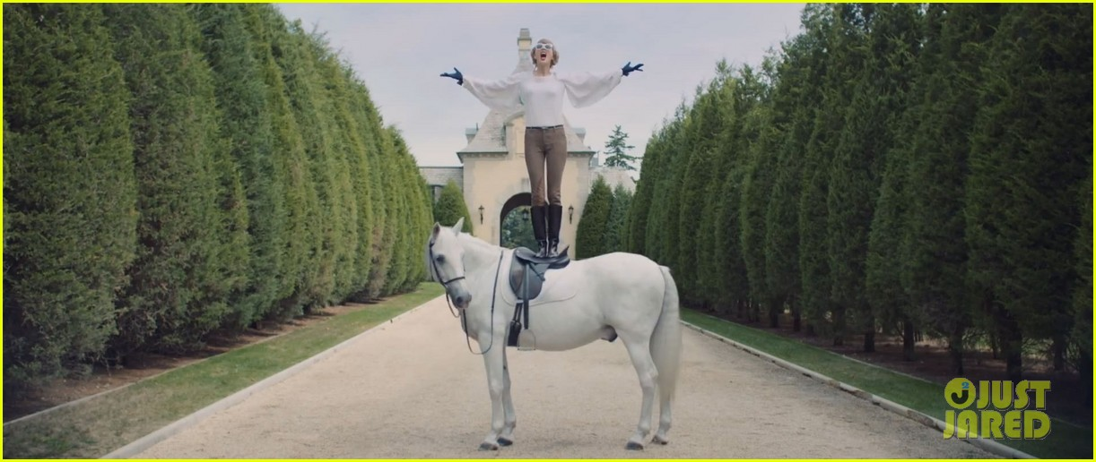 Taylor Swift Goes Crazy Over Sean OPry In Blank Space Video