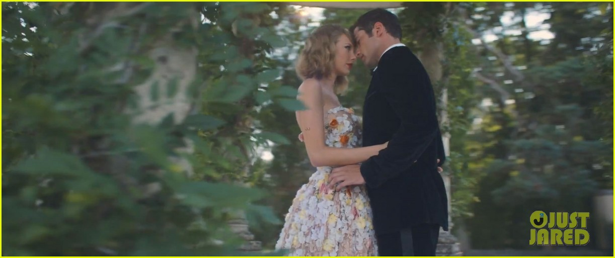 Taylor Swift Goes Crazy Over Sean O Pry In Blank Space Video