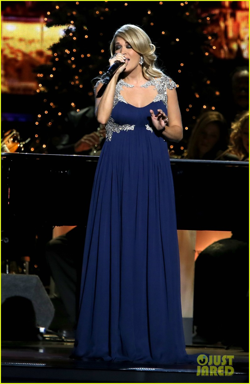 carrie underwood dishes on two pregnancy meltdowns 073237726