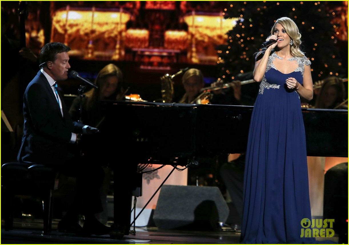 carrie underwood dishes on two pregnancy meltdowns 093237728