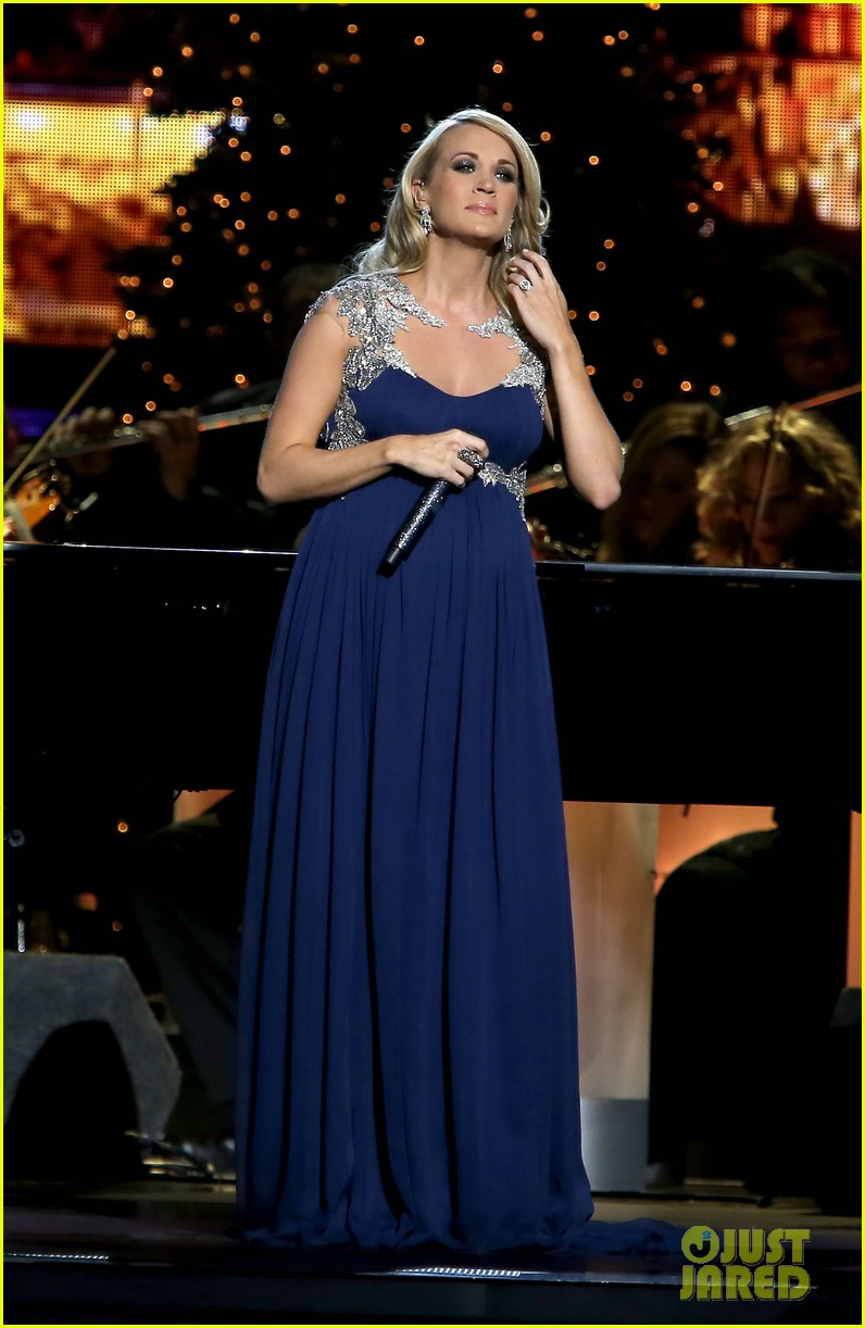 carrie underwood dishes on two pregnancy meltdowns 123237731