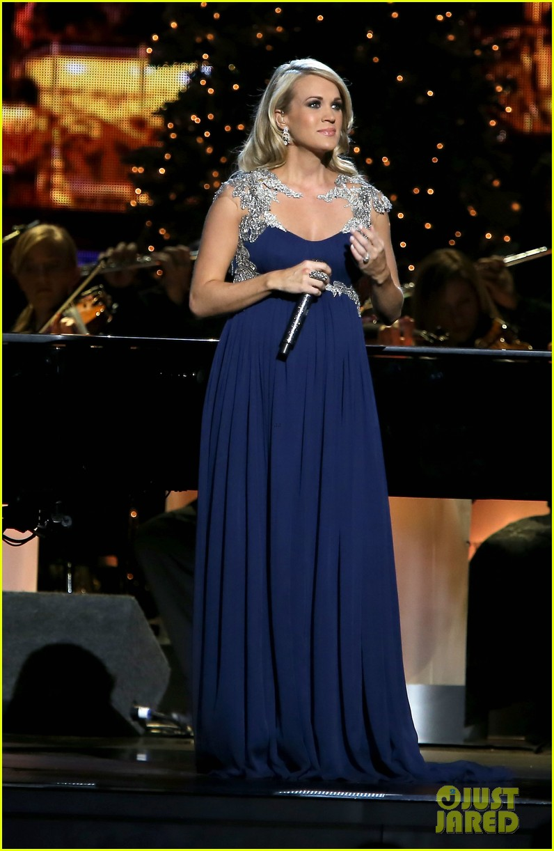 carrie underwood dishes on two pregnancy meltdowns 133237732