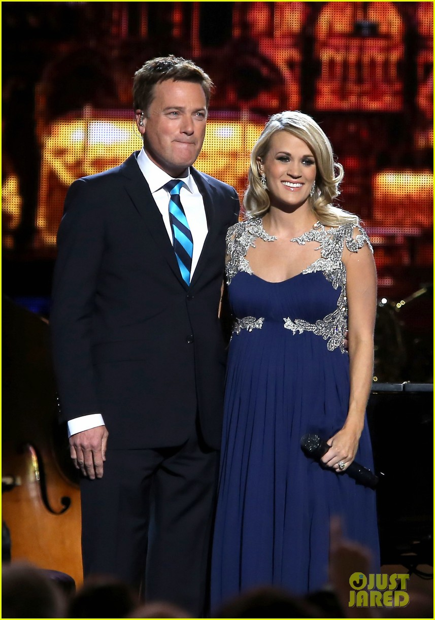 carrie underwood dishes on two pregnancy meltdowns 153237734