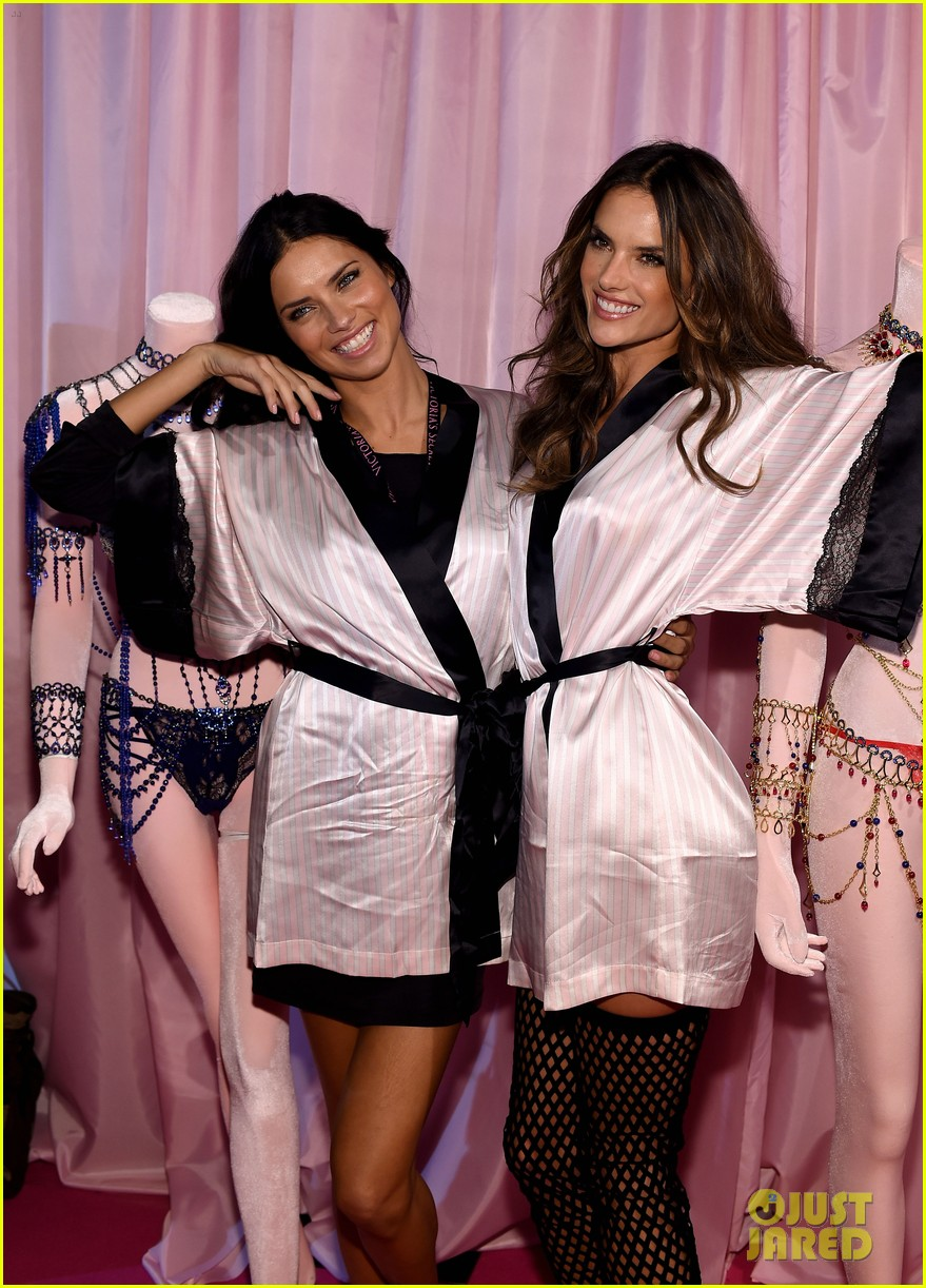 Adriana Lima Alessandra Ambrosio Pose With Their Fantasy Bras Before The Victorias Secret Fashion Show