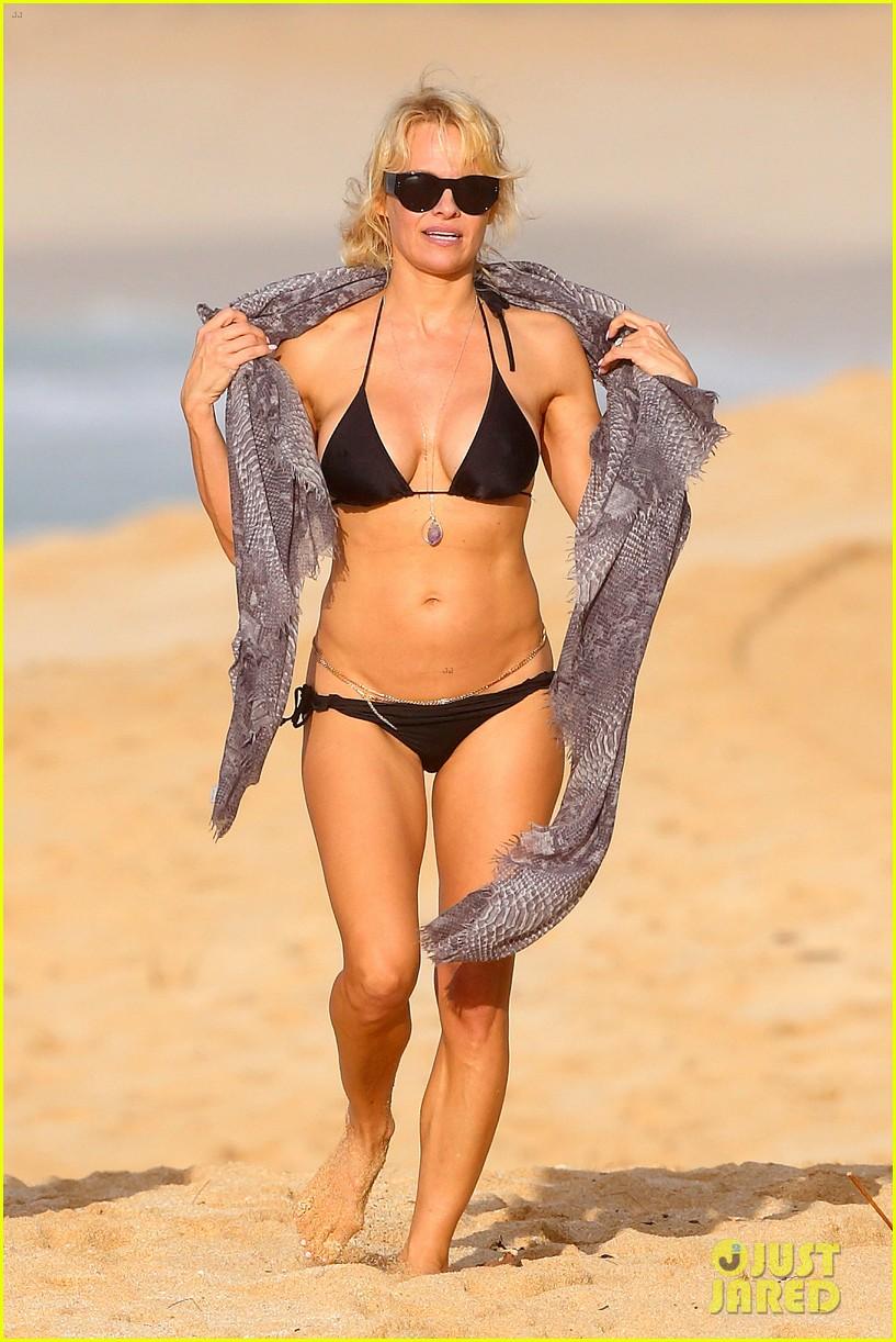 Bikini Clad Pamela Anderson & Shirtless Rick Salomon Relax