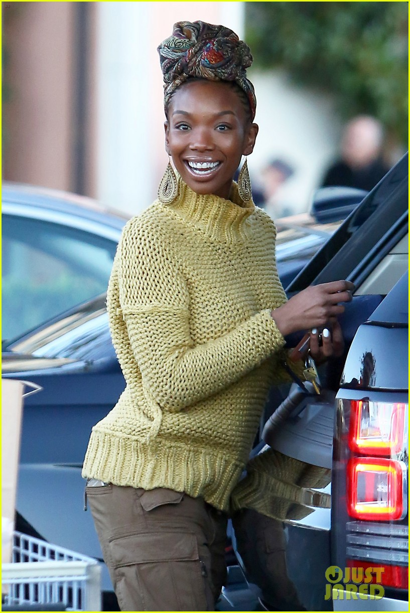 brandy shares adorable sunday selfie with daugther syrai 033269531