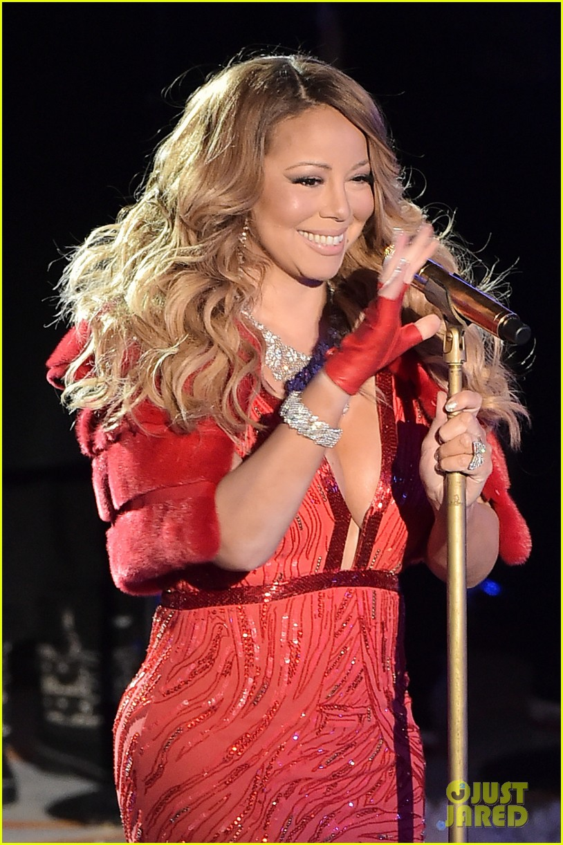 mariah carey sings all i want for christmas is you live at rockefeller center tree lighting video