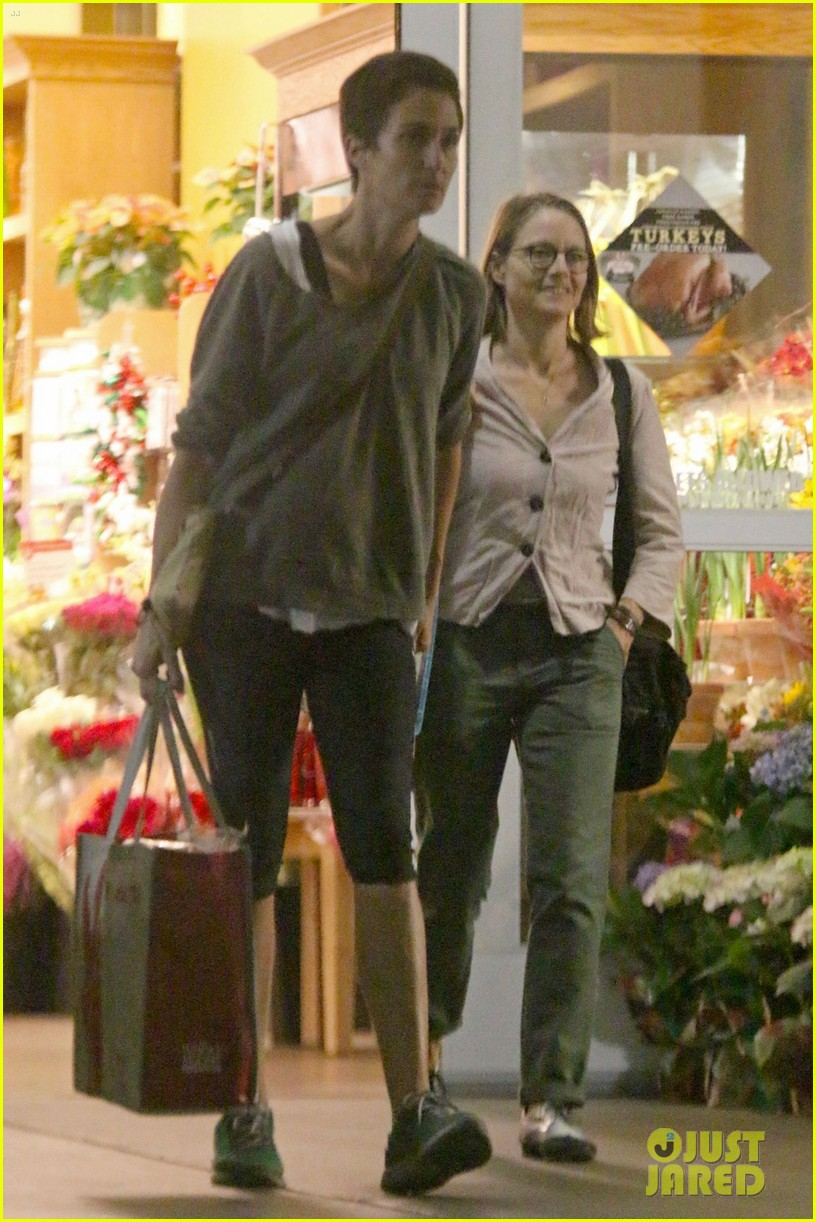 jodie foster all smiles for shipping trip with wife 033252846