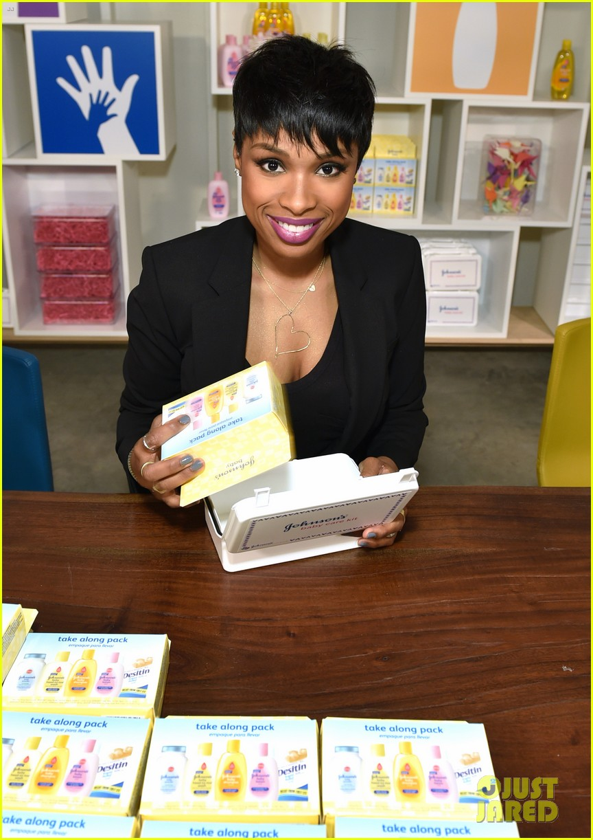 jennifer hudson gives back in big way 023254200