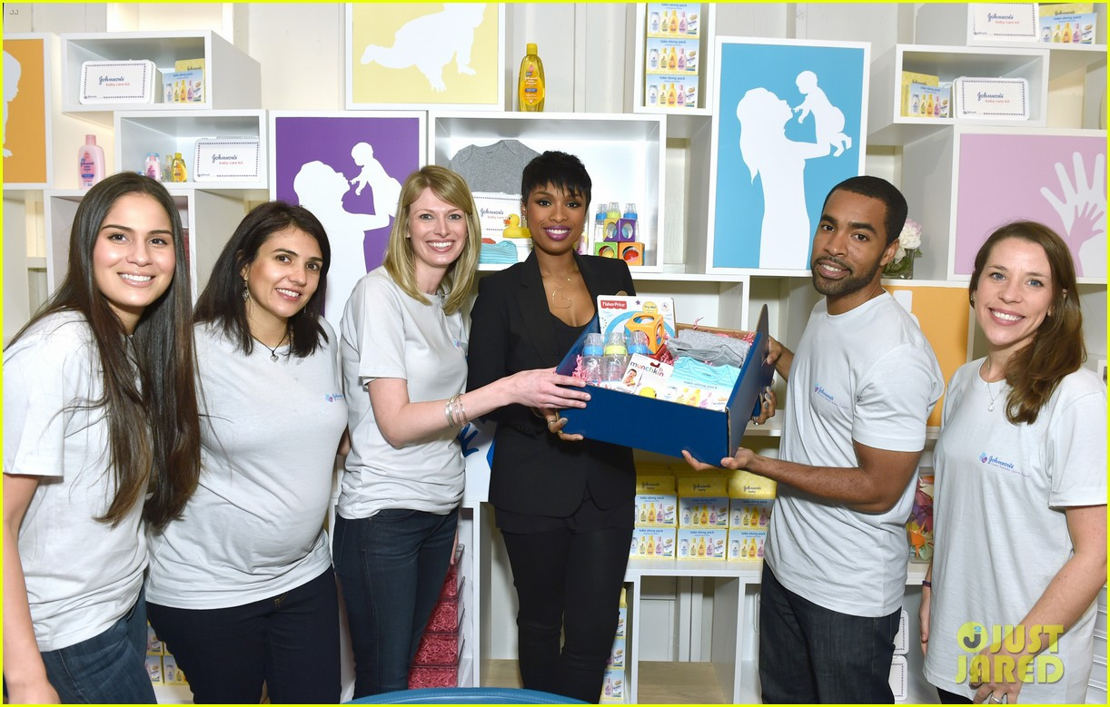 jennifer hudson gives back in big way 033254201