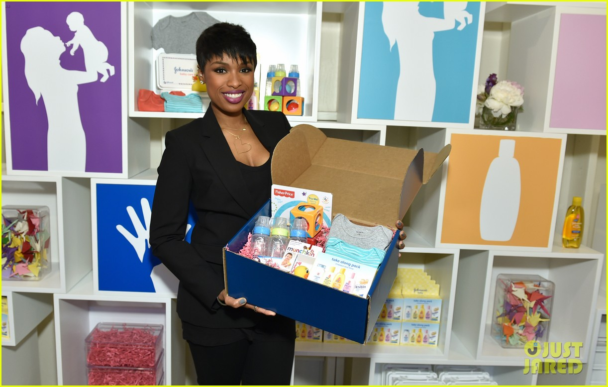 jennifer hudson gives back in big way 063254204