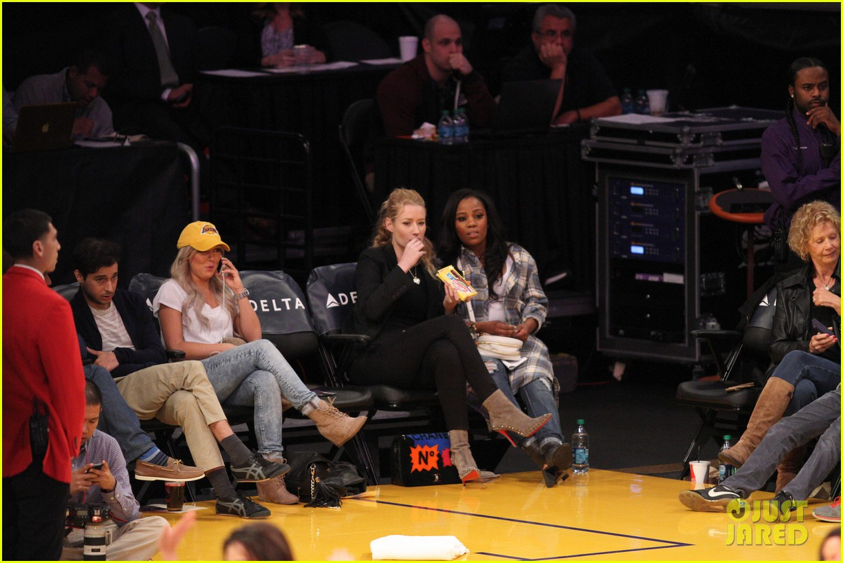 iggy azalea dating laker And by it we mean date 'cause the aussie rapper hit up an la carnival with lakers star nick young so can an nba player beat the basketball game.