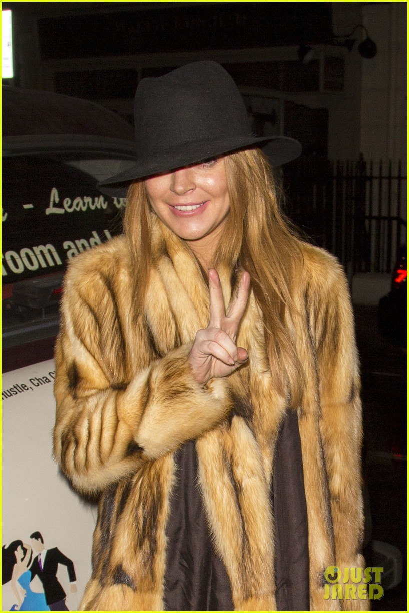 lindsay lohan makes a statement in fur coat 063259794