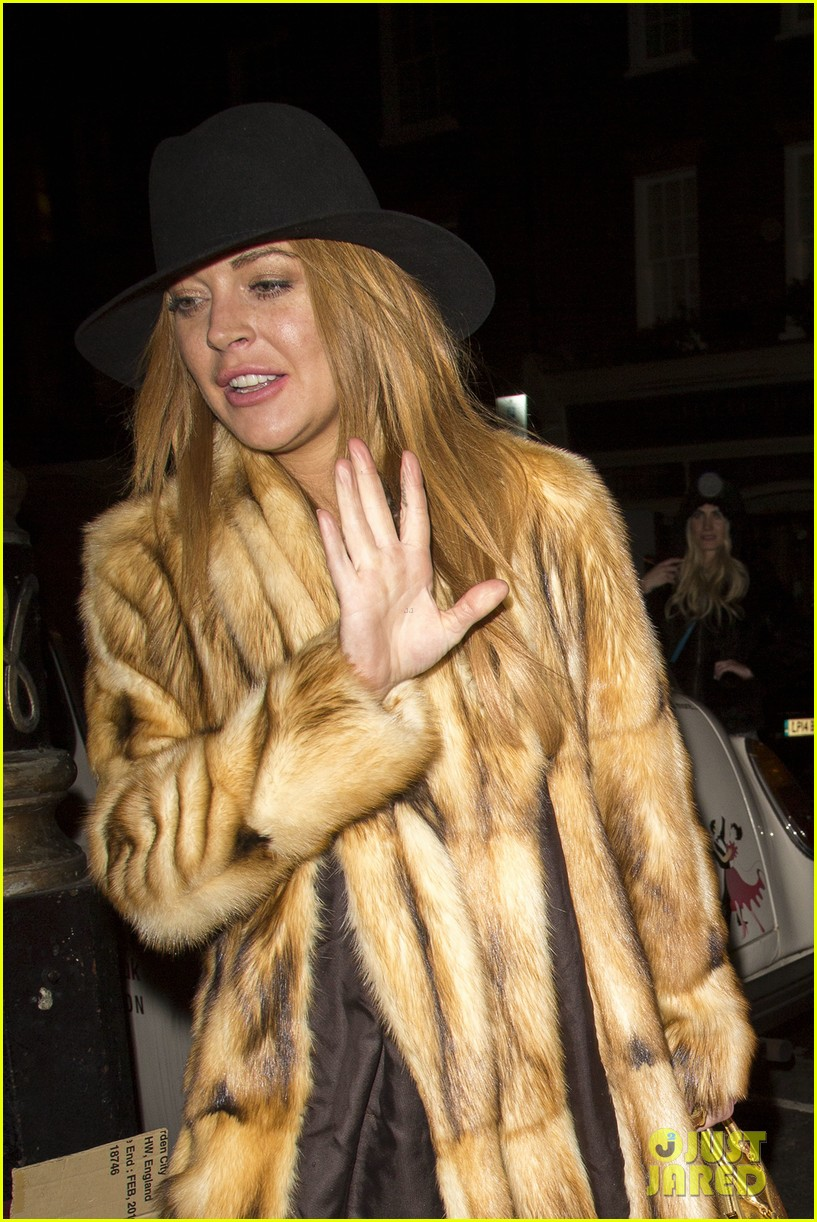 lindsay lohan makes a statement in fur coat 073259795
