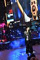 idina menzel sings let it go on new years eve 2015 10