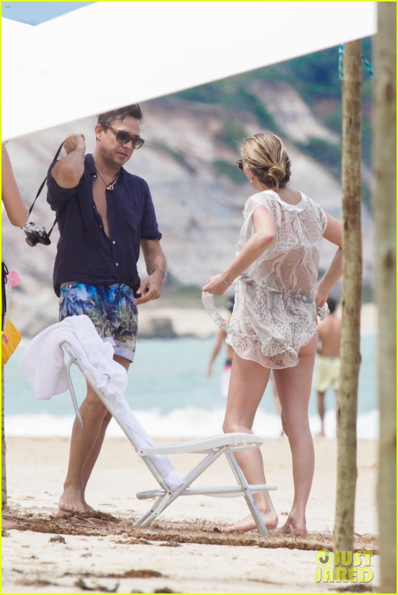 Kate Moss & Naomi Campbell Flaunt Sexy Bikini Bodies in ...