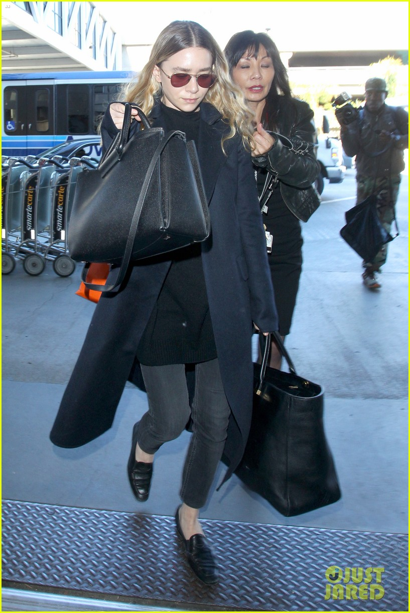 ashley olsen jets out of los angeles before christmas 033267703