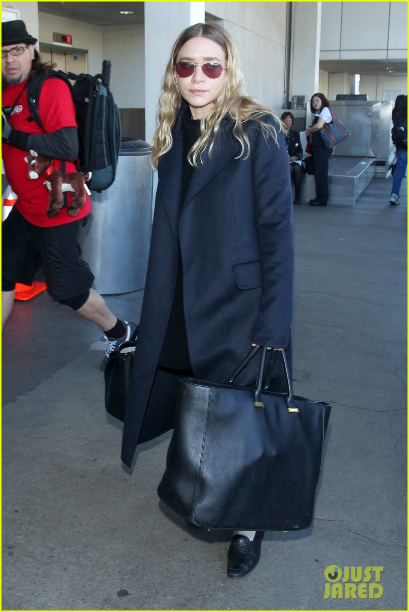 ashley olsen jets out of los angeles before christmas 083267708