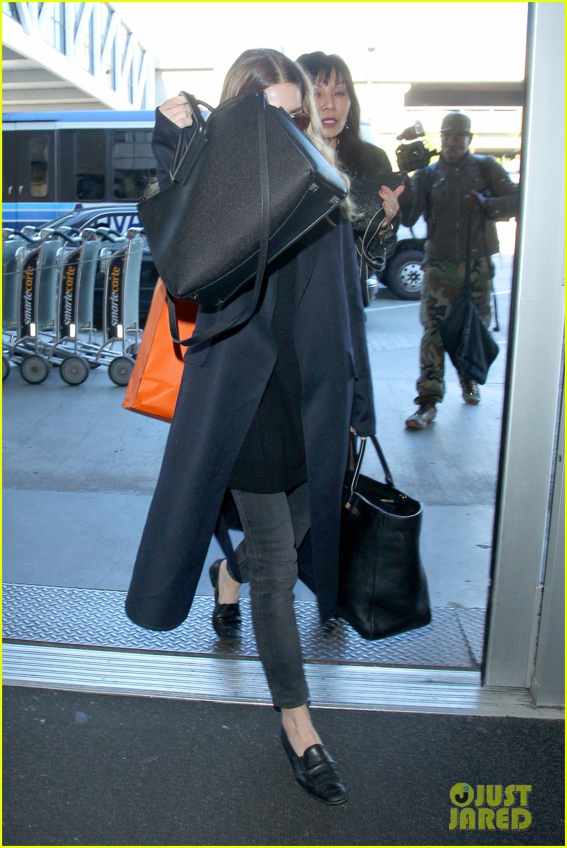 ashley olsen jets out of los angeles before christmas 123267712