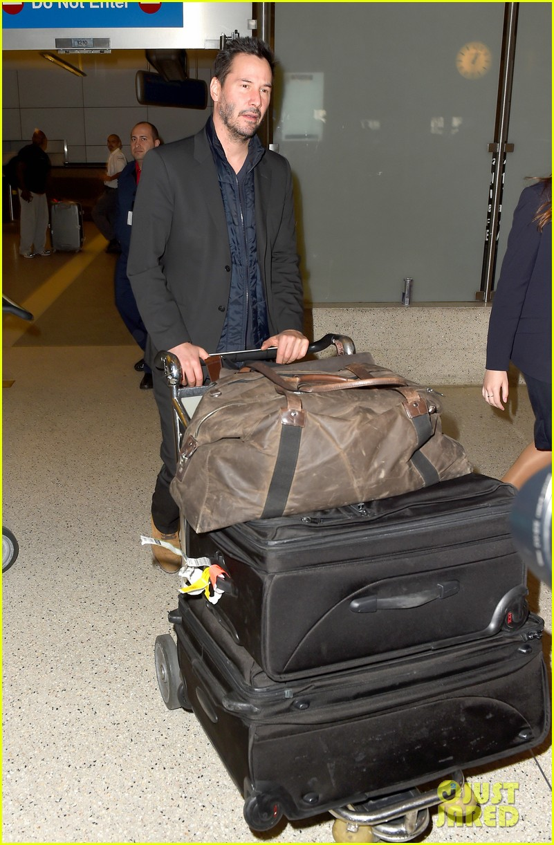 Keanu Reeves Makes It Home for the Holidays: Photo 3266329 ...