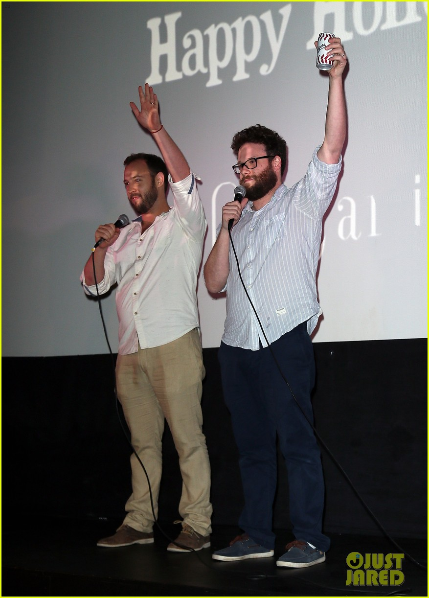 seth rogen surprises fans at first interview screening 023268275