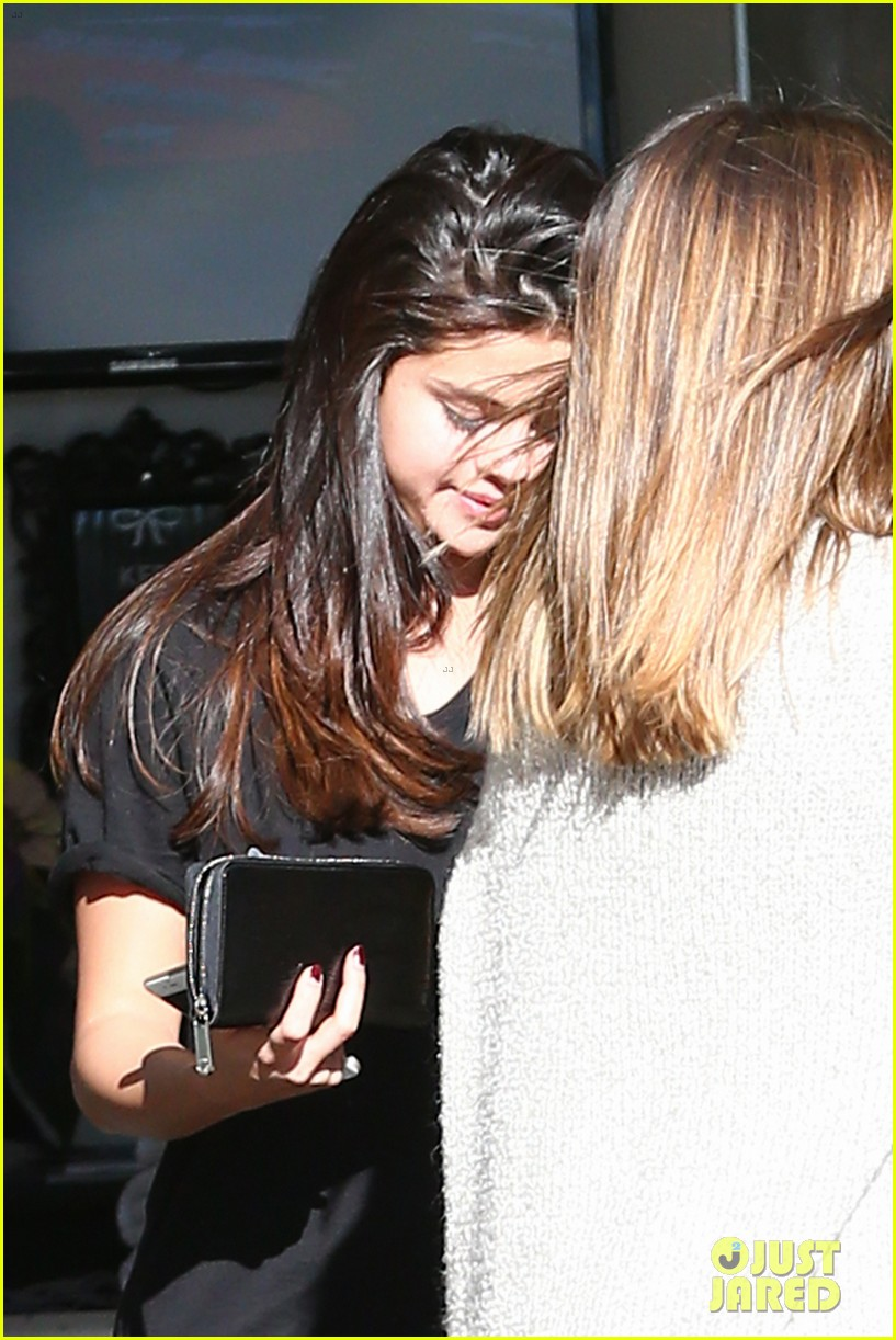 selena gomez pampered after christmas in texas 053269112
