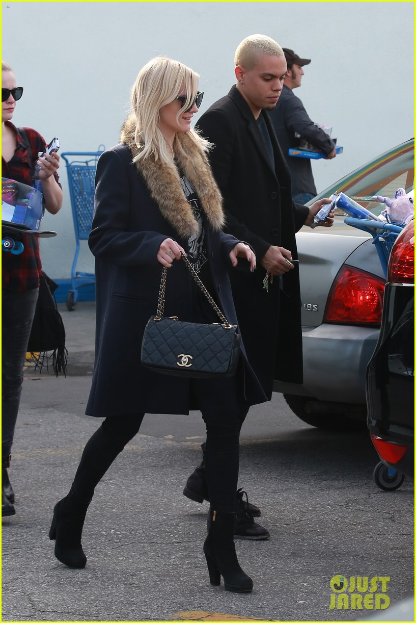ashlee simpson evan ross step out after baby news 033265765