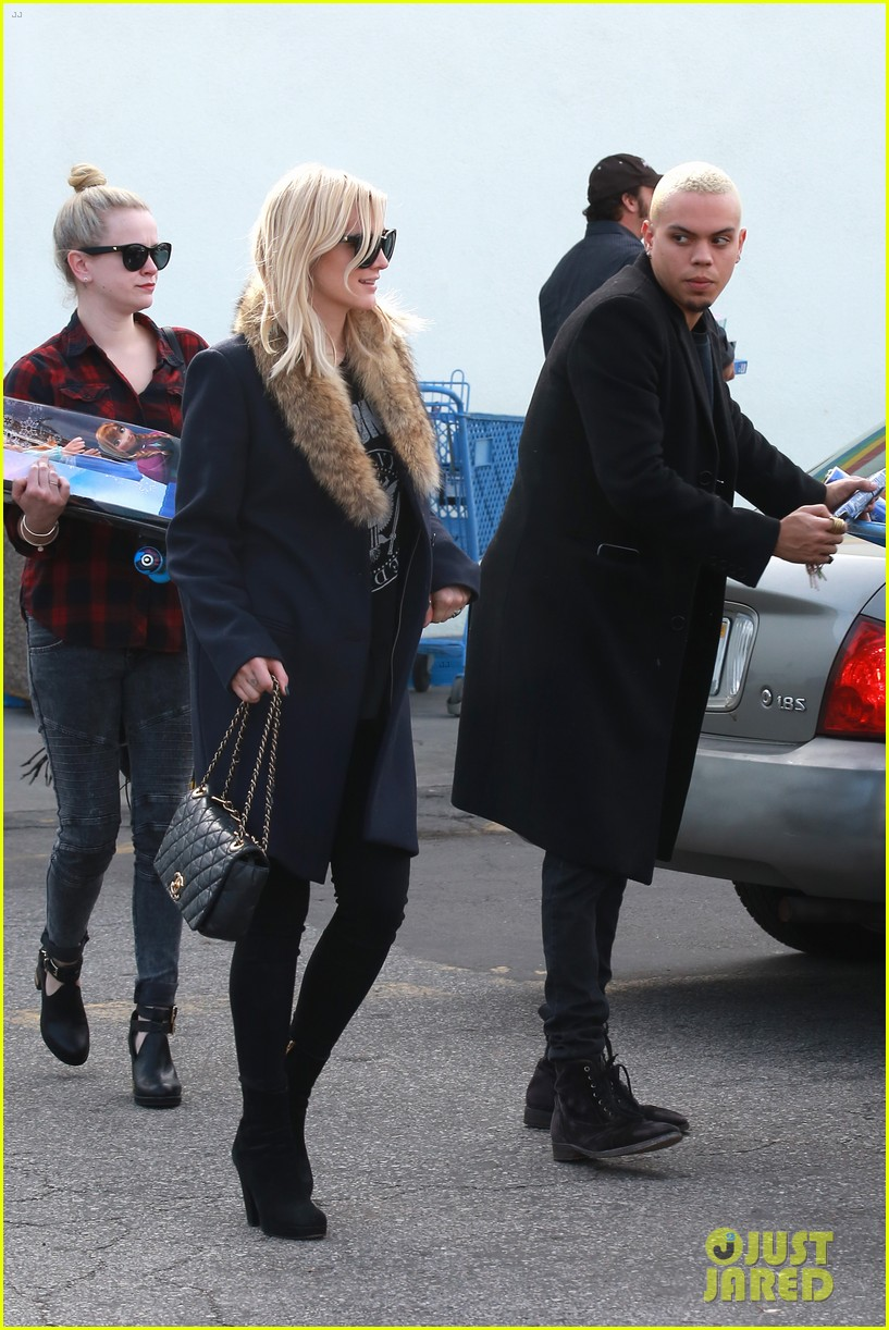 ashlee simpson evan ross step out after baby news 053265767