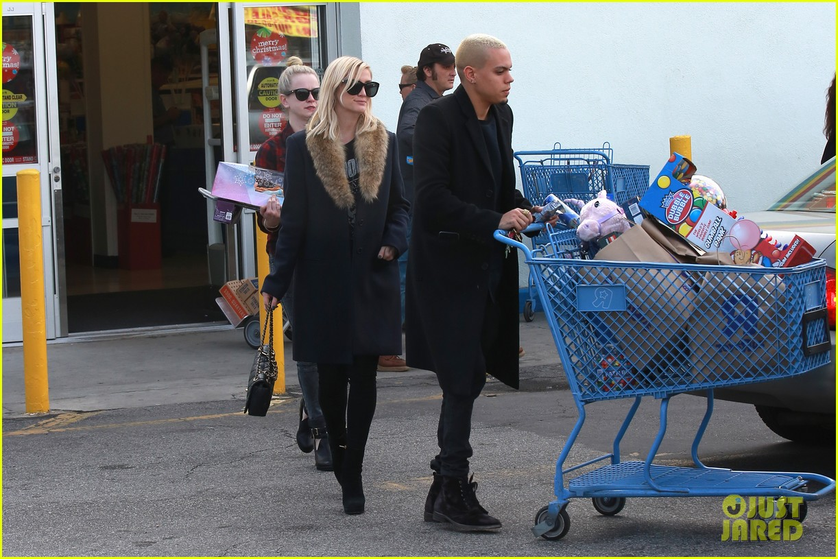 ashlee simpson evan ross step out after baby news 223265784