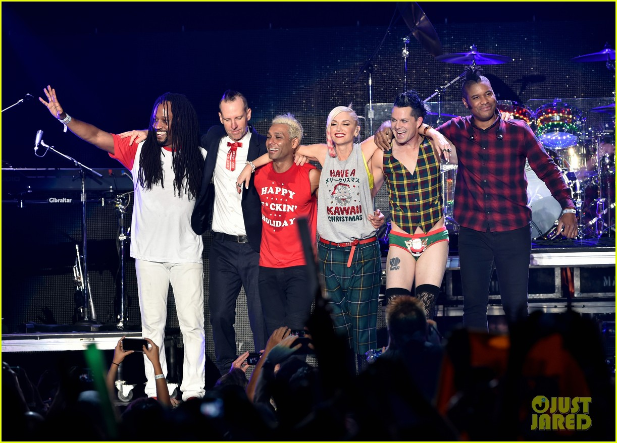 gwen stefani gavin rossdale rock out at kroq almost acoustic christmas concert 2014 - Kroq Christmas