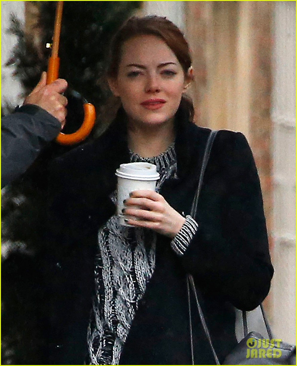 emma stone will take a cabaret break for the golden globes 043268139