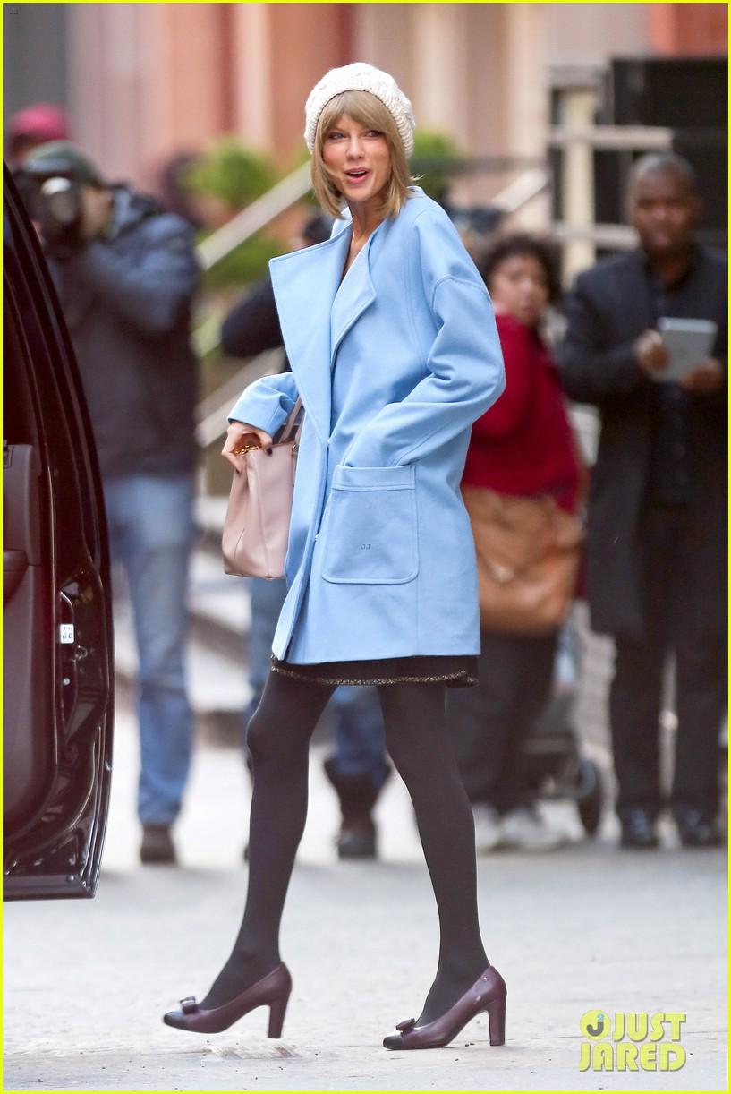 Taylor Swift & Kendall Jenner Help Gigi Hadid With Christmas ...