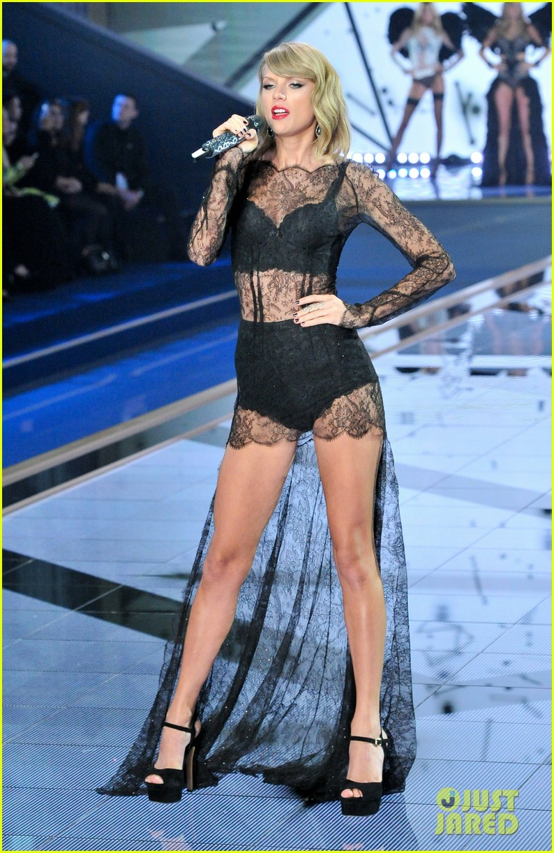 Taylor Swift Makes It Really Sexy During Victoria 39 S Secret