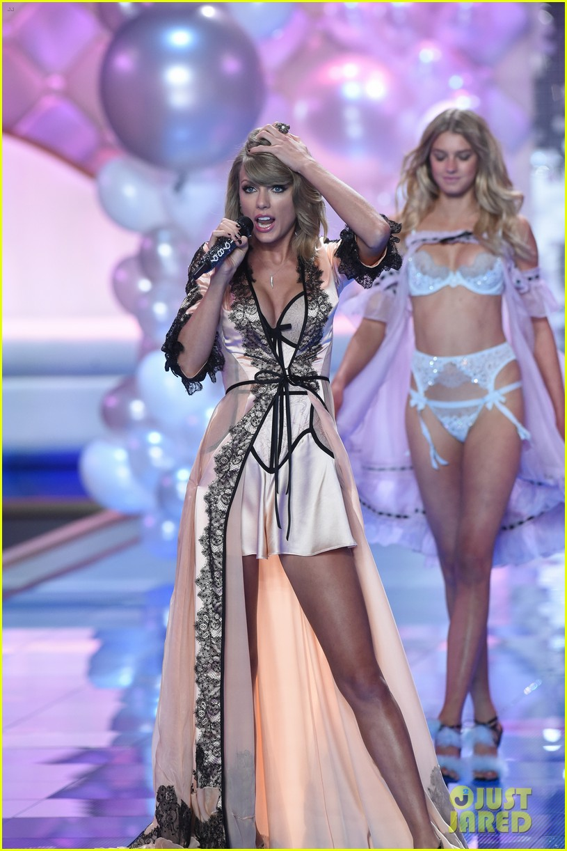 5d246cdc33e Taylor Swift Makes It Really Sexy During Victoria's Secret Fashion Show  Performance