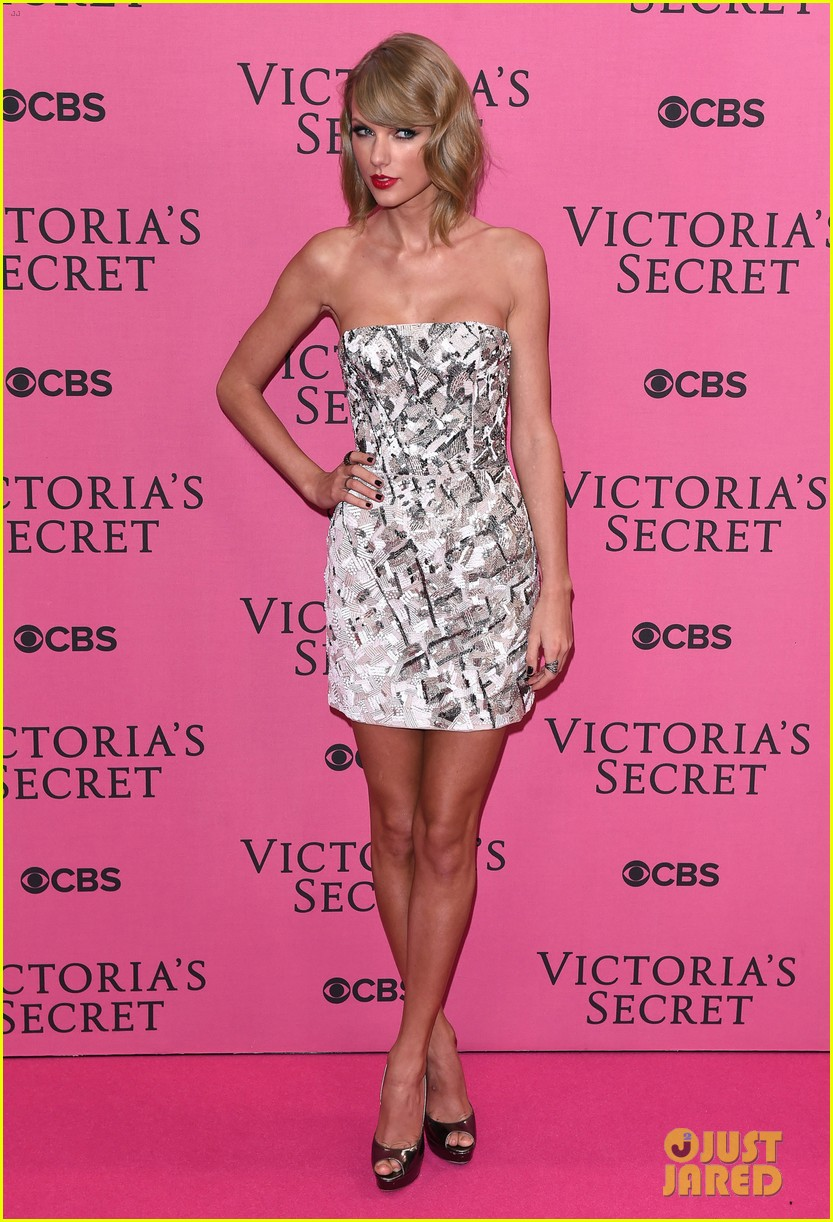 Secret victorias fashion show pink carpet fashion forecast to wear in spring in 2019