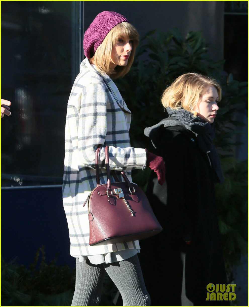 taylor swift grabs lunch with gal pal tavi gevinson 083265758
