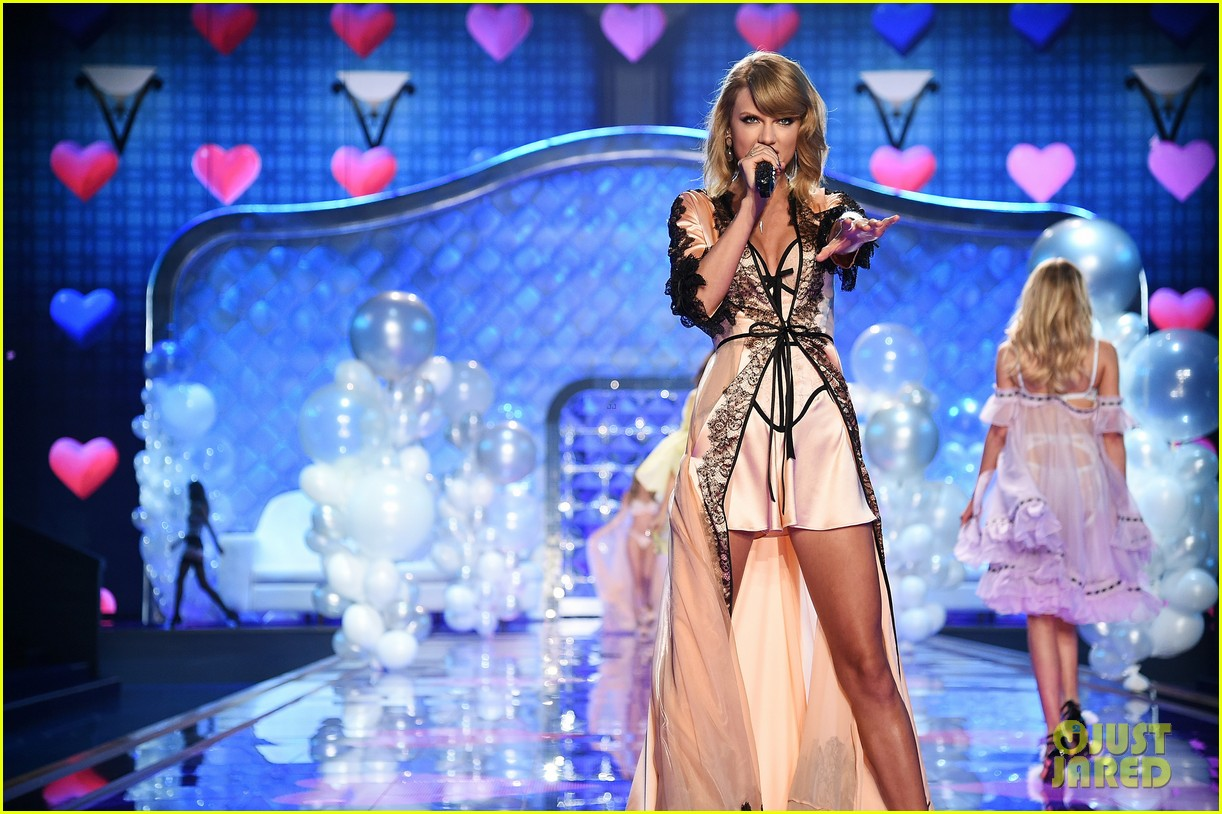 Full Sized Photo Of Taylor Swift Victorias Secret Fashion Show 2014 09 Photo 3258702 Just Jared