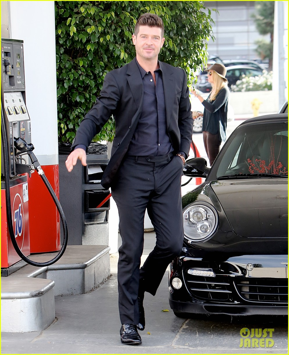 robin thicke takes young girlfriend to liquor store 013268405