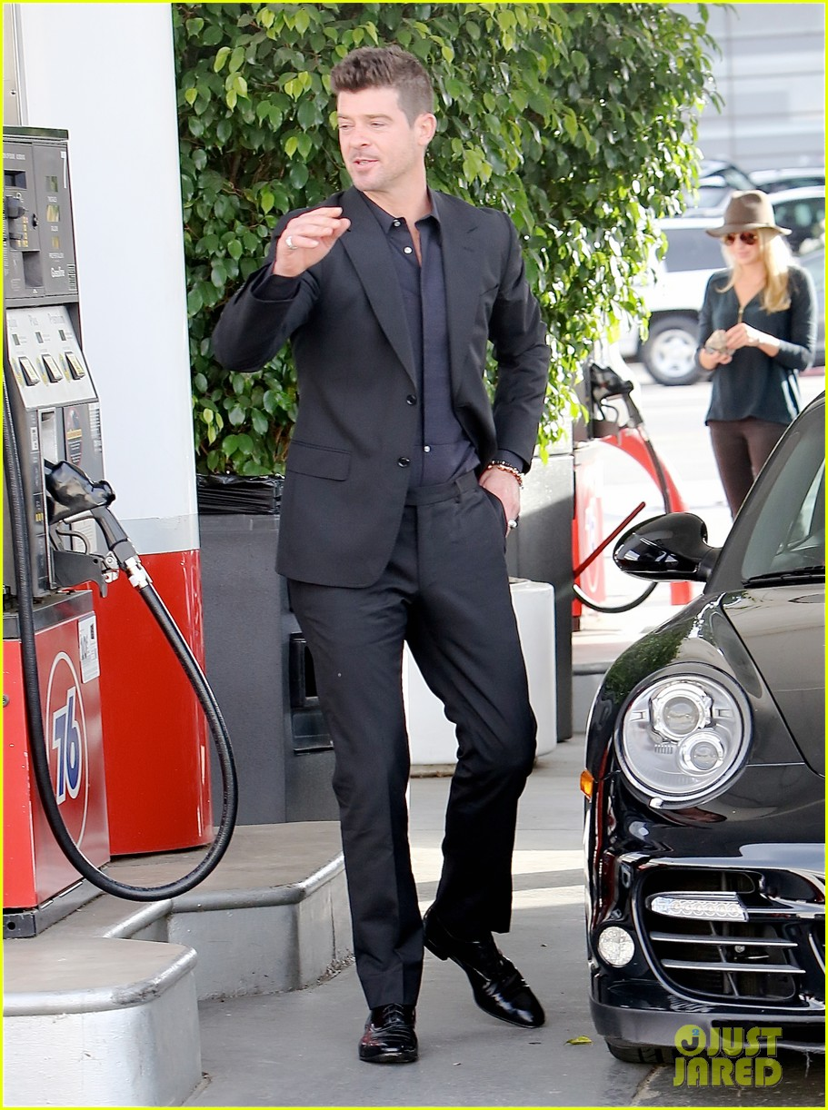 robin thicke takes young girlfriend to liquor store 023268406
