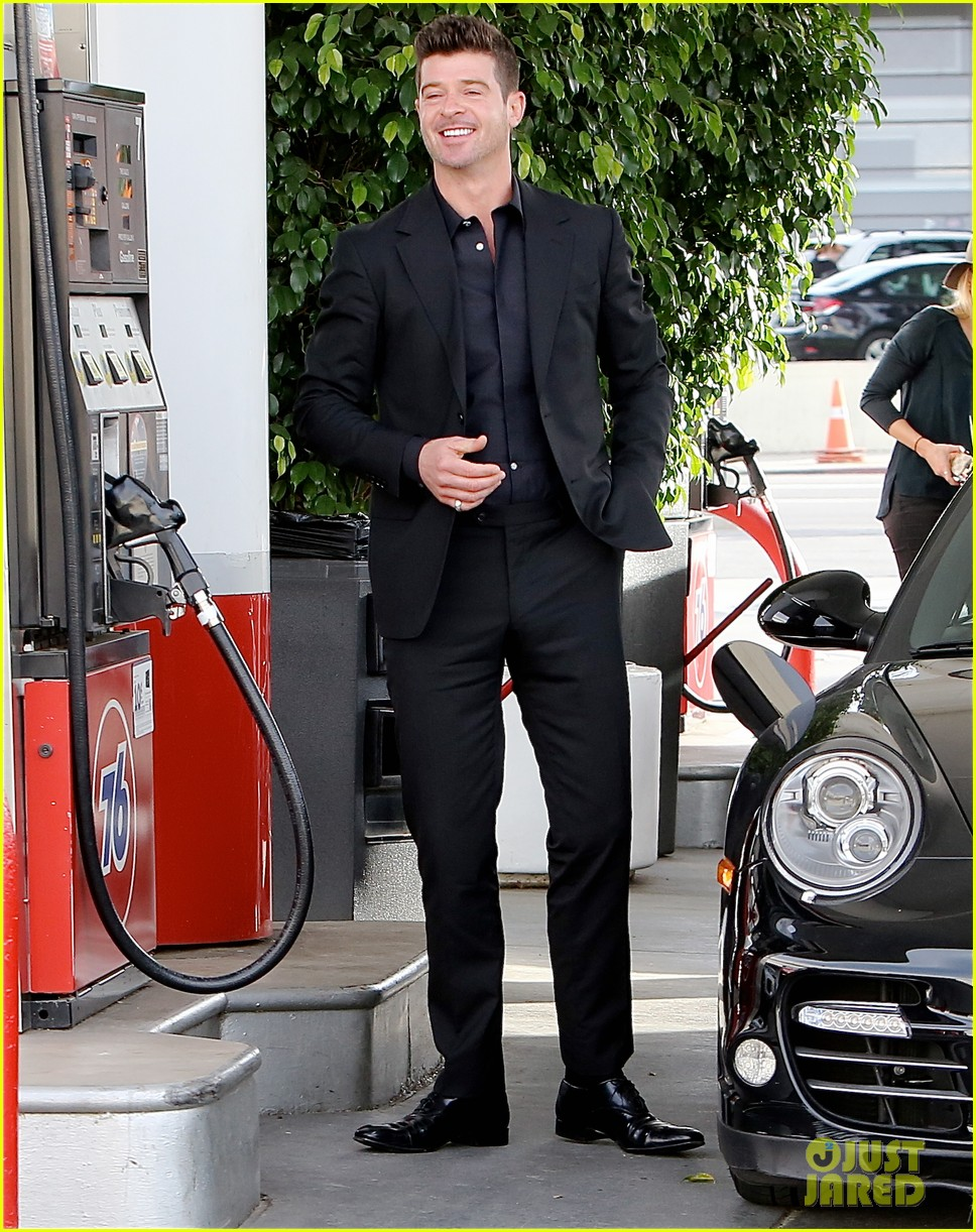 robin thicke takes young girlfriend to liquor store 053268409
