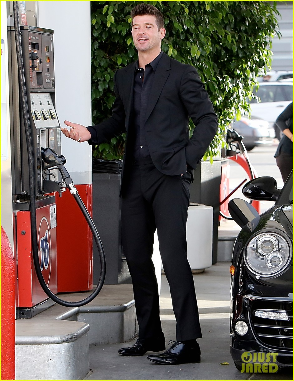 robin thicke takes young girlfriend to liquor store 063268410