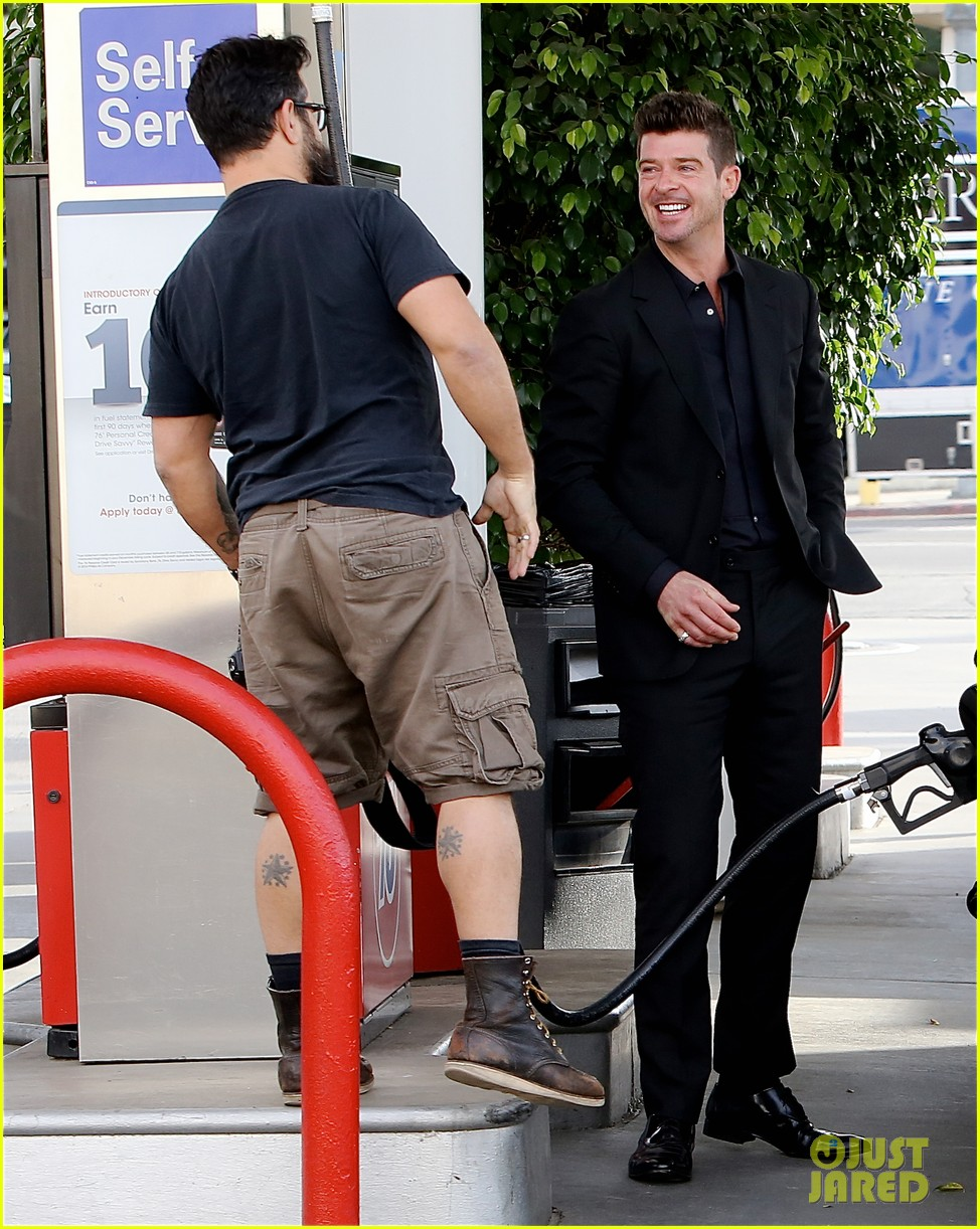 robin thicke takes young girlfriend to liquor store 083268412