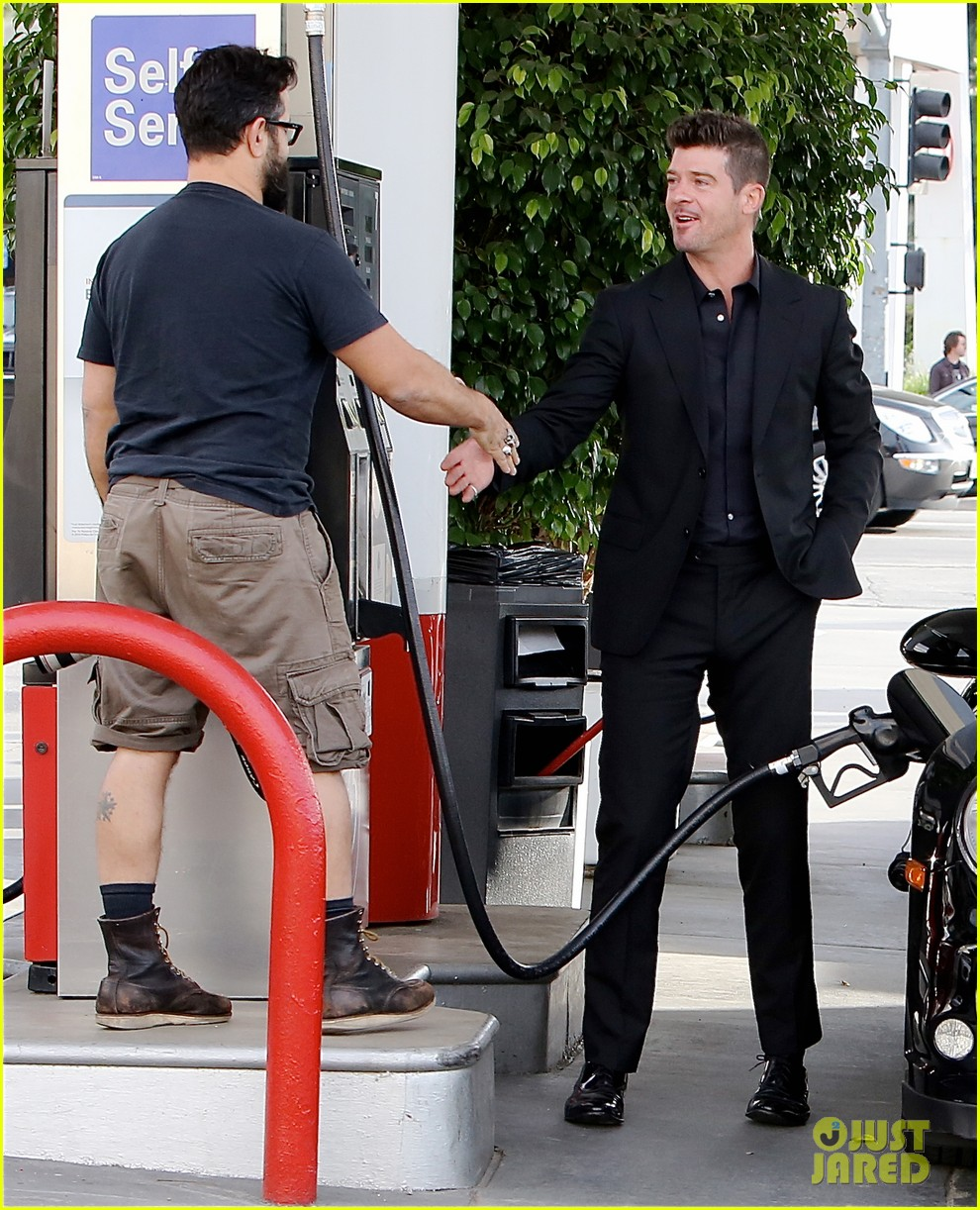 robin thicke takes young girlfriend to liquor store 093268413