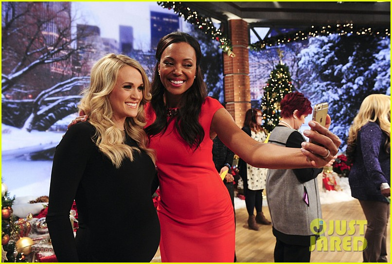 pregnant carrie underwood plays carrie oke on the talk 033259389