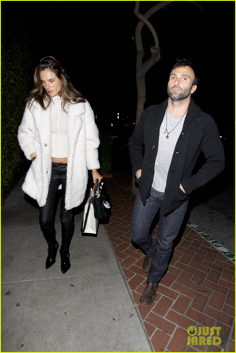 behati prinsloo alessandra ambrosio party caleb followill 053281198