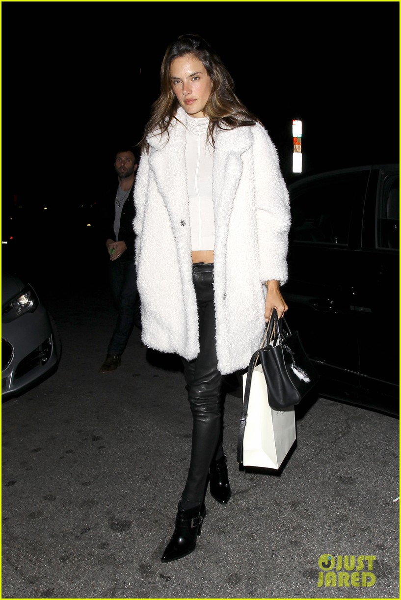 behati prinsloo alessandra ambrosio party caleb followill 063281199