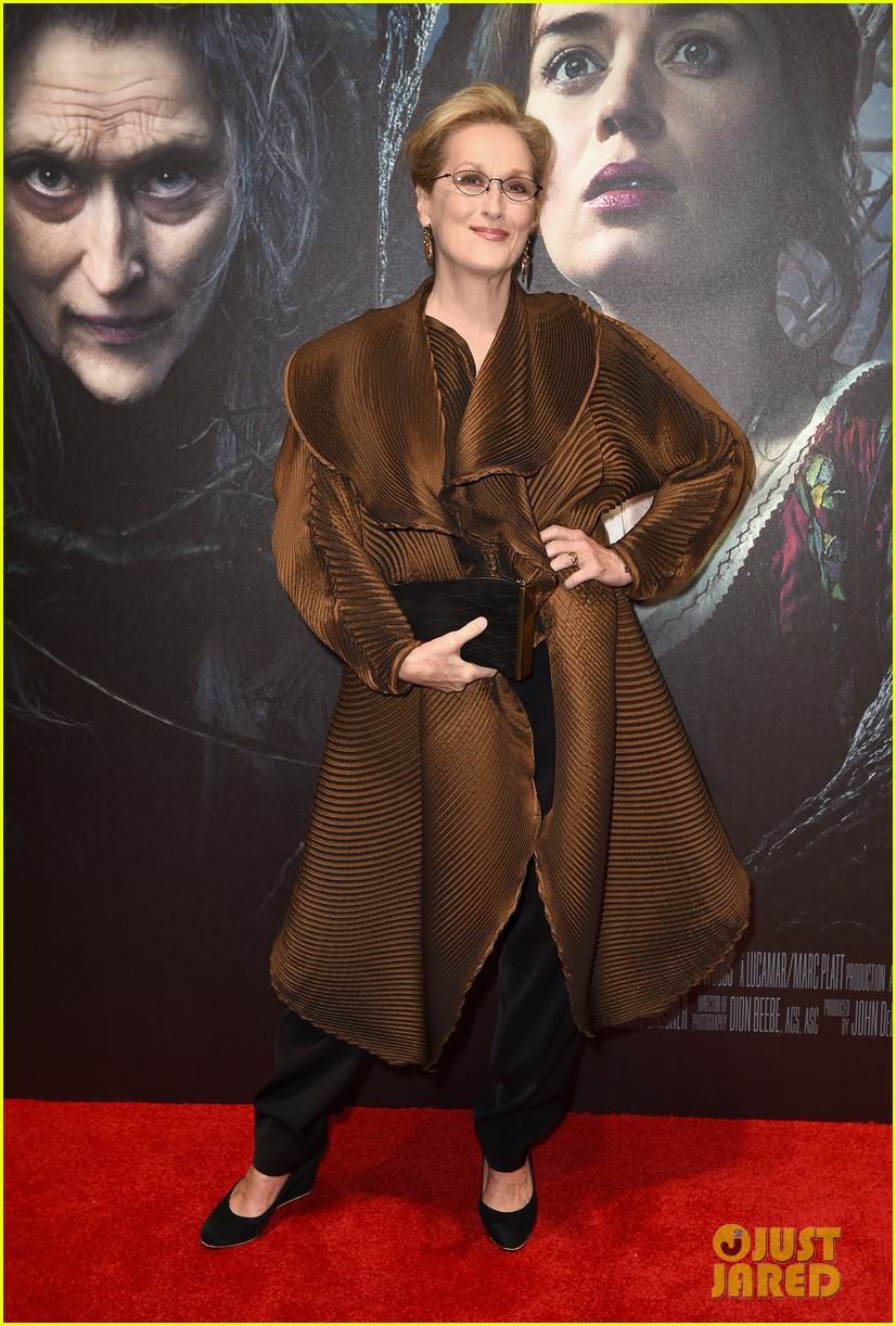 emily blunt meryl streep bring the fashion to into the woods premiere 093274312