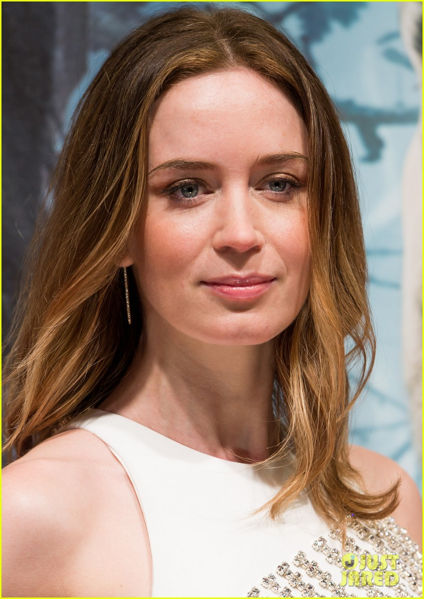 emily blunt meryl streep bring the fashion to into the woods premiere 153274318